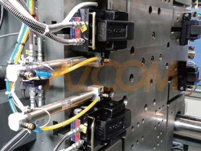 Quick mold clamp system for plastic injection molding